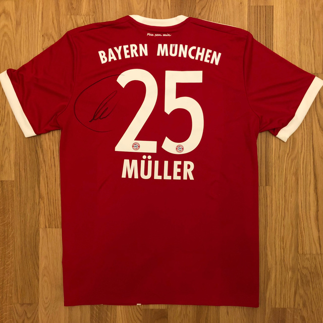 Signiertes Thomas Müller-Trikot
