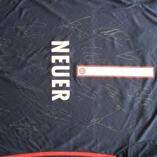 FC Bayern, Trikot Manuel Neuer, signiert von den Spielern des FCB