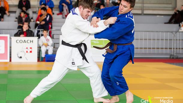 Ausrüstung Kleidung (Trainer, Tshirt, Bag) für Leistungsportler Judo