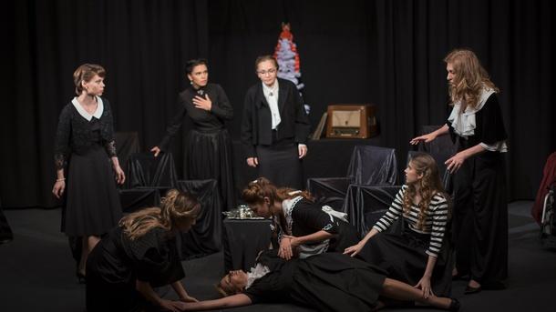 Theater Synthese Schweiz, Aufführung Acht Liebende Frauen